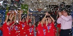 Celebración del título por el CB El Palo Unicaja / Foto propiedad de la Federación Andaluza de Baloncesto