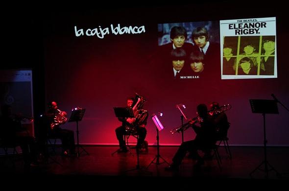 El quinteto de metales Brass-Time interpretando a Los Beatles en La Caja Blanca