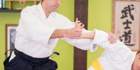 Antonio Quero practica Aikido con uno de sus alumnos